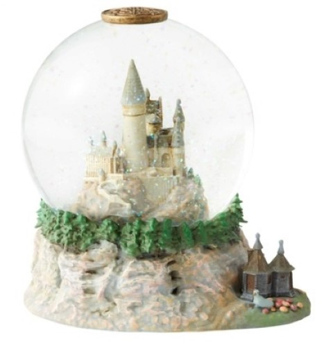 PREORDER  Hogwarts Castle Waterball w Hut