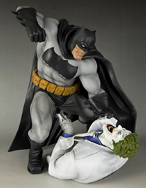 The Dark Knight Returns - Batman Hunt The Dark Knight Statue